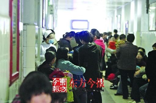 患者排队等待时猝死医院 家属质疑检查项目过多