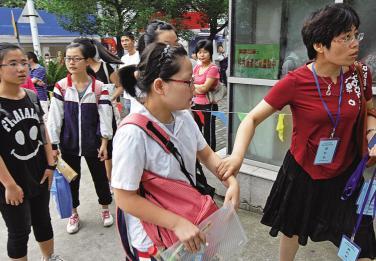 罗湖惠贞考场的带队学生送老师进书院高中深圳宁波图片